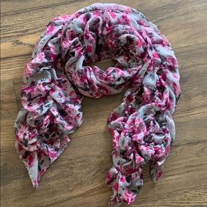 Accessories - Ruffle scarf